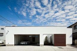 modern Garage/shed by 堺武治建築事務所