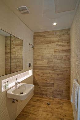 Nicolas Tye Architects: modern tarz Banyo