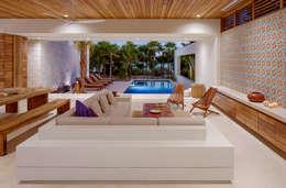 Salas / recibidores de estilo  por Specht Architects