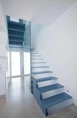Salas / recibidores de estilo minimalista por RM arquitectura