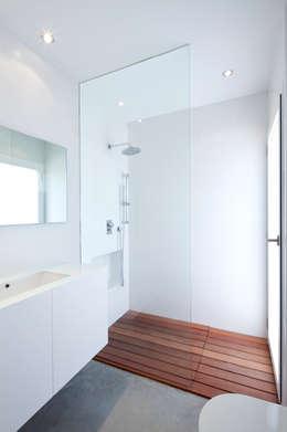 Baños de estilo minimalista por RM arquitectura