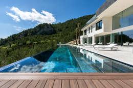 Albercas de estilo minimalista por RM arquitectura