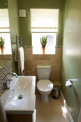 Salle de bain de style de style Moderne par Chameleon Designs Interiors
