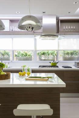 modern Kitchen by GUTMAN+LEHRER ARQUITECTAS