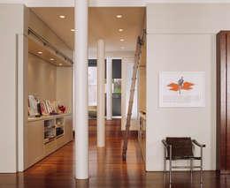 Pasillos y vestíbulos de estilo  por Specht Architects