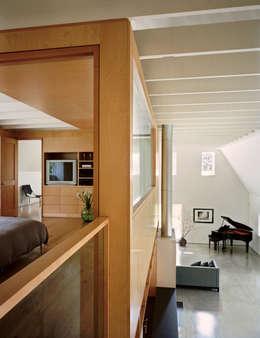 ระเบียงและโถงทางเดิน by Specht Architects