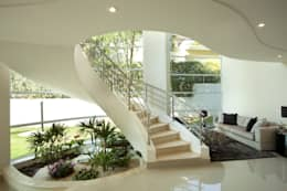 Corridor, hallway by Arquiteto Aquiles Nícolas Kílaris