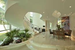 Livings de estilo moderno por Arquiteto Aquiles Nícolas Kílaris