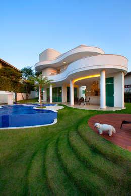 modern Houses by Arquiteto Aquiles Nícolas Kílaris