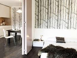camera da letto: Camera da letto in stile in stile Moderno di marta novarini architetto