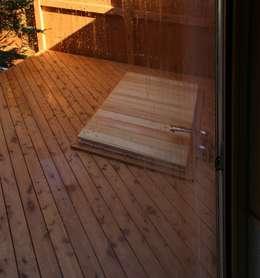 露天風呂: 川田稔設計室一級建築士事務所が手掛けた浴室です。