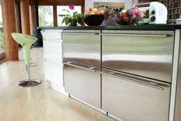 modern Kitchen by DUA Architecture LLP