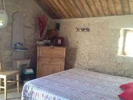 la cabane dans les arbres: Chambre de style de stile Rural par Les maisons de chante oiseau