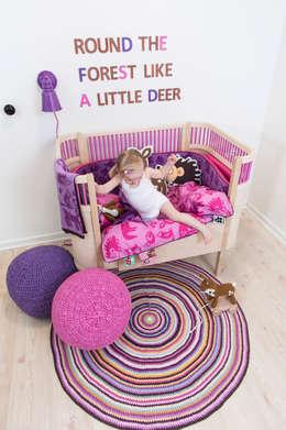 Mooie meisjeskamer met Sebra Kili bed: scandinavische Kinderkamer door De Kleine Generatie