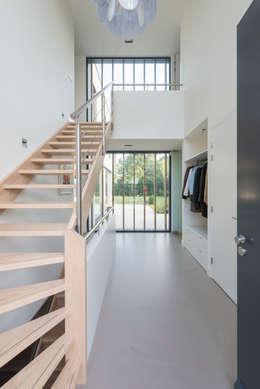 Modern familiehuis in rijnsweerd - Moderne entreehal ...