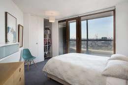 Dormitorios de estilo moderno por Forster Inc
