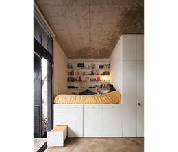 Dormitorios de estilo moderno por IR arquitectura