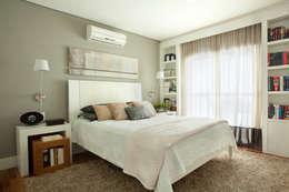 Apartamento em Moema: Quartos  por Liliana Zenaro Interiores
