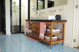 Lavaneta: Baños de estilo  por Mediamadera
