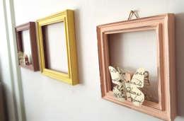 Decorare con le cornici:  in stile  di Relook Chic di Caterina Urgo  - restyling d'interni