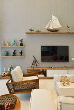 Pinheiro Martinez Arquitetura: modern tarz Oturma Odası