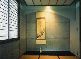 和室: 原 空間工作所 HARA Urban Space Factoryが手掛けた和室です。
