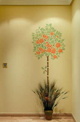 Ingresso & Corridoio in stile  di Pinturas oliváN