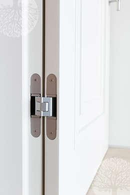 Ventanas y puertas de estilo  por Lesomodul