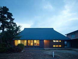 Projekty, azjatyckie Domy zaprojektowane przez 長友建築研究室
