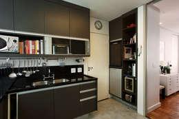 Cocinas de estilo moderno por AREA ARQUITETURA