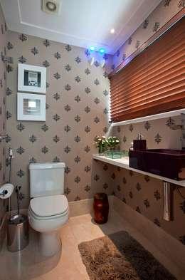 Lavabo: Banheiros clássicos por Escritório de Arquitetura e Interiores Janete Chaoui