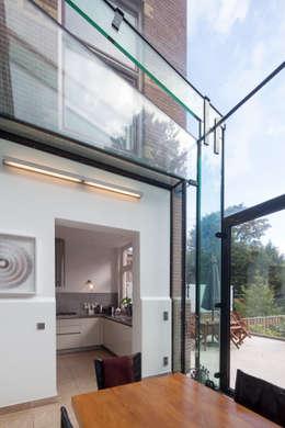 GLAZEN UITBOUW DUINWEG_01: moderne Huizen door HOYT architecten