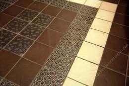 Санузел. Фрагмент керамической плитки на полу.:  в . Автор – INTERIOR PROJECT studio