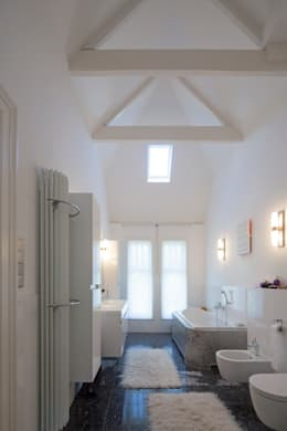 GLAZEN UITBOUW DUINWEG_06: moderne Badkamer door HOYT architecten