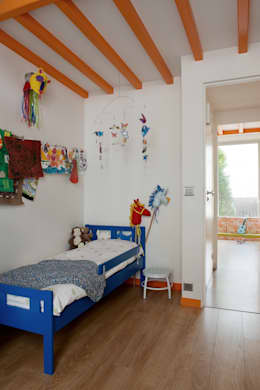 Chambre d'enfant 2: Chambre d'enfant de style de style Moderne par MELANIE LALLEMAND ARCHITECTURES