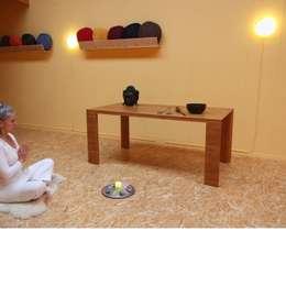 """Grand Arc """"light"""": minimalistische Eetkamer door Bloooms"""