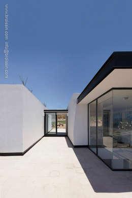 Fachada noreste superior: Casas de estilo moderno por BROISSIN