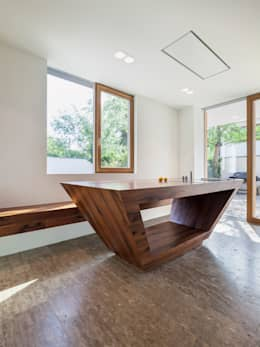 미래적인 감각이 돋보이는 미니멀 주택