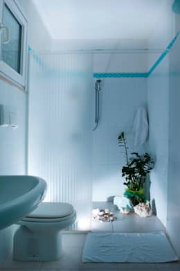 Baños de estilo mediterráneo de IF Irene Farina Home Stager