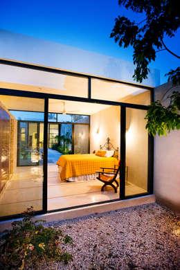 Casa FS55: Recámaras de estilo moderno por Taller Estilo Arquitectura