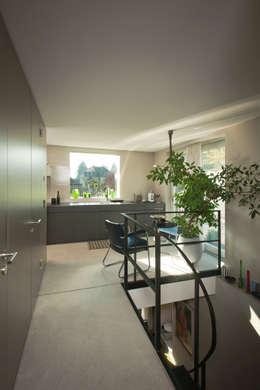 modern Kitchen by LENGACHER EMMENEGGER PARTNER AG