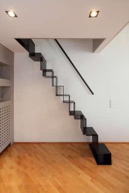 Projekty,  Korytarz, hol i schody zaprojektowane przez raumkontor Innenarchitektur Architektur