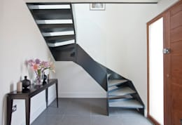 House in Hamble-le-Rice II: modern Corridor, hallway & stairs by LA Hally Architect