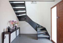 Projekty,  Korytarz, przedpokój i schody zaprojektowane przez LA Hally Architect