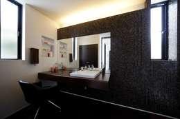 Ванные комнаты в . Автор – artect design - アルテクト デザイン
