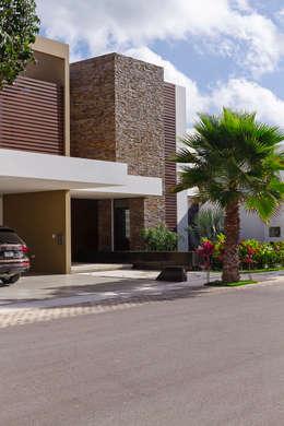 Casas de estilo moderno por Enrique Cabrera Arquitecto