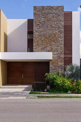 Projekty, nowoczesne Domy zaprojektowane przez Enrique Cabrera Arquitecto
