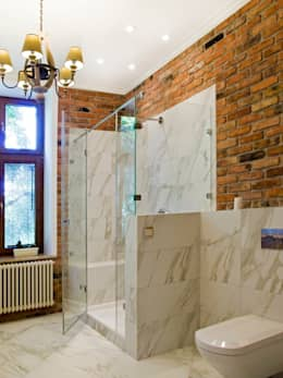 Baños de estilo clásico por PROJEKT MB