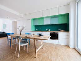 Wohnung B: moderne Küche von IFUB*