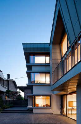 수애헌: HANMEI - LEECHUNGKEE의  주택